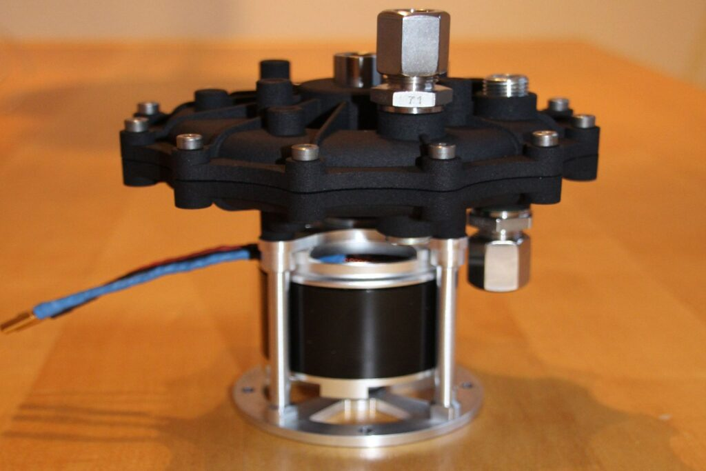 Propellant pump for H2O2